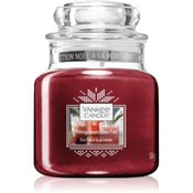 Yankee Candle Pomegranate Gin Fizz dišeča sveča Classic majhna 104 g