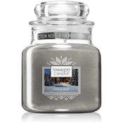 Yankee Candle Candlelit Cabin dišeča sveča Classic majhna 104 g