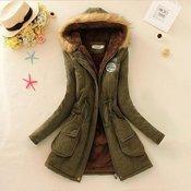 Kvalitetna ženska zimska duga jakna sa kapuljaeom