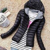 Moderna ženska zimska jakna sa kapuljaeom