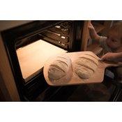 KOMPLET – Šamotna plošča za peko pizze ali kruha + lesen lopar